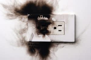 Что делать, если от холодильника внутри или снаружи пахнет горелым