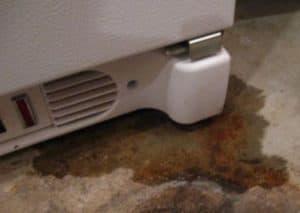 Прочистка дренажной системы холодильника