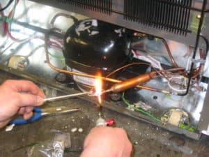 Установка мотор-компрессора на холодильник