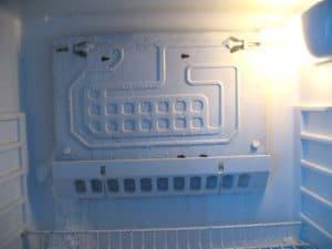 Почему намерзает лед в холодильной камере