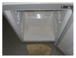 Почему скапливается вода внизу холодильной камеры