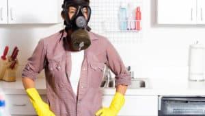 Почему в холодильнике появляется запах пластика
